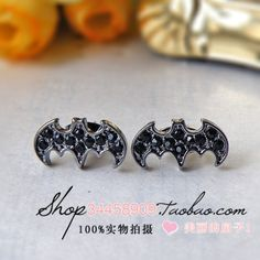 Batman earrings... Perfect to match with my ring! :)
