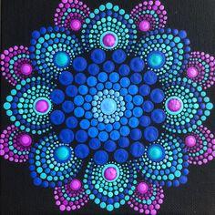 Flower burst dot mandala on black 6 x 6 canvas board blue magenta turquoise Blume Burst Punkt Mandala auf schwarz 6 x 6 Mandala Design, Mandala Pattern, Mandala Painted Rocks, Mandala Rocks, Flower Mandala, Mandalas Painting, Mandalas Drawing, Art Chakra, Art Lotus