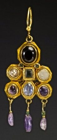 Earring Byzantine, 600 AD ---The Walters Museum, ancient yet so modern