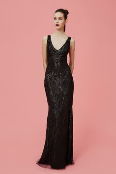 See the complete Marchesa Notte Pre-Fall 2016 collection.