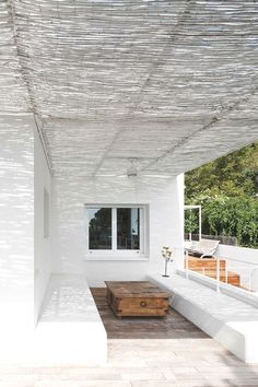 05 AM Arquitectura: Balauster Lattice House - white bamboo pergola Pergola Plans, Diy Pergola, Pergola Ideas, White Pergola, Patio Ideas, Outdoor Rooms, Outdoor Living, Outdoor Decor, Outdoor Lounge
