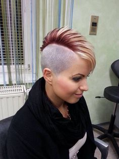 Looking for inspiration on how to do two tone hair when is it this short Edgy Short Hair, Girl Short Hair, Short Hair Cuts, Short Hair Styles, Undercut Hairstyles, Cool Hairstyles, Undercut Mohawk, Female Mohawk, Girls Short Haircuts