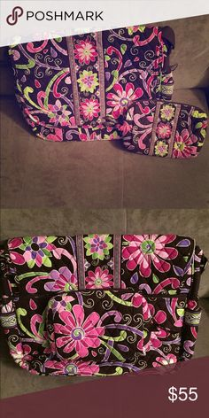 🎉SALE🎉VB Purple Punch Messenger Bag Bundle 🎉SALE Regularly $55🎉This is a great bundle of Vera Bradley items in the retired Purple Punch pattern. This includes a Messenger bag and a mid-sized cosmetic bag. For more information about the Messenger bag, see the original listing. The accessory has been well-loved but are still in good shape. If you are interested in just the bag from this bundle, please let me know in the Comments section for that listing and I can reopen it for you…