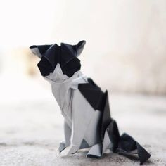 This kitten was one of the origamis I made for the challenge of the 365 days of origami , it is a model very elaborate, but the result is amazing, every detail is amazing. At times I feel it to be real. As I was doing, I was amazed at all the details.