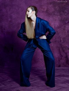 Copertă: Adela Popescu Fotograf: Christina One Photography Director de creație: Cristina Grama Machiaj: Inna Lupu Stilism: Cristina Cândea Ținută Almaz, pantofi Ana Pârvan