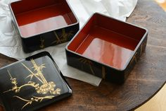 Jubako. [ tiered lacquer ware boxes (used to store or serve food) ]     重箱
