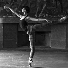 How come i don't look like that when i do an arabesque?