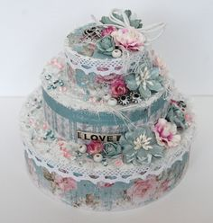 Wonderful altered paper cake, made by Ingrid. Scrapbooking, Scrapbook Paper, Altered Boxes, Altered Art, Diy Arts And Crafts, Paper Crafts, Diy Birthday, Birthday Cake, Shabby Boxes