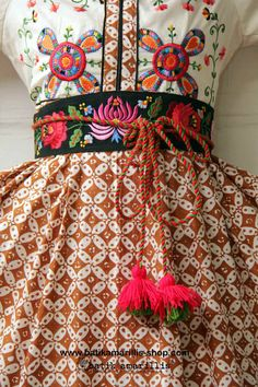 Batik Amarillis webstore, super delightful obi belt with Hungarian embroidery with tassels :)