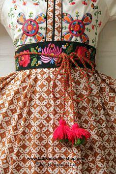 Batik Amarillis webstore, super delightful obi belt with Hungarian embroidery with tassels :)