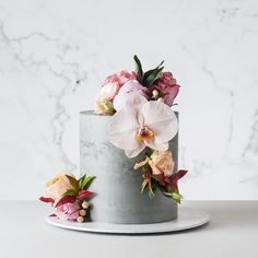 Concrete cake with flowers Wedding Cakes With Flowers, Cool Wedding Cakes, Elegant Wedding Cakes, Wedding Cake Designs, Wedding Cake Toppers, Birthday Cake With Flowers, 1 Tier Cake, Single Tier Cake, Tiered Cakes
