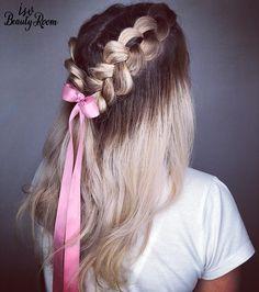 🌸Stunning Prom hairstyle🌸 __ ✨Totodata ne apropiem cu pași repezi de sezonul festivalurilor, iar acest hairstyle este ideal și pentru completarea unui look #bohochic.  __  📳Programări: 0770 330 580 #isvbeautyroom #isvteam #isvgirls #bohohairstyle #festivallook #braids #braidseason #hairstyle #balayagehair #braidtrends #hairdo #balayage #bohostyle #blonde #blondegirl Blonde, Beauty Room, Prom Hair, Make Up, Hairstyle, Hair Job, Hair Style, Makeup, Hairdos