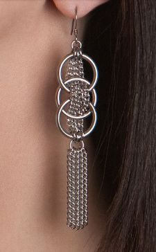long chain earrings More by chris Wire Jewelry, Jewelry Crafts, Beaded Jewelry, Beaded Bracelets, Jewellery, Earrings Crafts, Hardware Jewelry, Homemade Jewelry, Beads And Wire