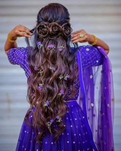 Gorgeous Indian Bridal Hairstyles For Short, Medium & Long Hair Curled Hairstyles For Medium Hair, Middle Part Hairstyles, Open Hairstyles, Indian Bridal Hairstyles, Medium Long Hair, Very Long Hair, Braids For Long Hair, Bride Hairstyles, Medium Hair Styles