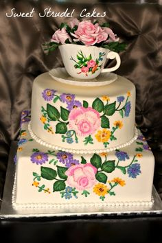 Royal Doulton China Cake What a beautiful cake!  Someone has a lot of talent.