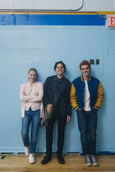 Lili Reinhart, Cole Sprouse and KJ Apa pose as Betty Cooper, Jughead Jones and Archie Andrews for a promotional photoshoot for Riverdale Kj Apa Riverdale, Riverdale Archie, Riverdale Funny, Riverdale Memes, Riverdale Netflix, Riverdale Aesthetic, Cast Of Riverdale, Riverdale Poster, Riverdale Betty
