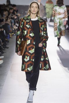 Dries Van Noten Fall 2017 Ready-to-Wear Collection Photos - Vogue Fashion Week Paris, Fashion 2017, Fashion Brand, Runway Fashion, Winter Fashion, Womens Fashion, Fashion Design, Couture Mode, Couture Fashion