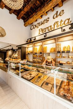 Bakery Shop Interior, Bakery Shop Design, Coffee Shop Design, Cafe Design, Restaurant Design, Bread Display, Bakery Display, Bakery Store, Bakery Cafe