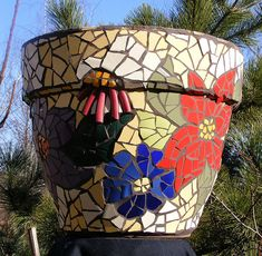 Big mosaic pot - side 1 - tube-like things are pieces of the rim of a ceramic bowl :-) Mosaic Planters, Mosaic Vase, Mosaic Flower Pots, Pebble Mosaic, Mosaic Diy, Mosaic Garden, Mosaic Crafts, Mosaic Projects, Art Projects