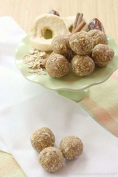 Cinnamon Caramel Apple Energy Balls - a healthy four ingredient lunchbox or after school snack for kids! Allergy-friendly since this energy bites recipe is nut-free, peanut-free, dairy free, gluten free, and vegan. School Snacks For Kids, Healthy School Snacks, Healthy Sweets, Healthy Baking, Snacks Kids, School Lunch, Eating Healthy, Clean Eating, Nut Free Snacks