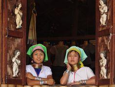 You Camera RollBeta Photostream Albums Favorites Groups Explore Recent Photos The Commons 20under20 Galleries The Weekly Flickr Flickr Blog virgi98 Ragazze Paduang Originaria dello stato Kayah, sul confine con la Thailandia a sud del Lago Inle,la tribù dei Puduang si è ritrovata vittima delle proprie tradizioni. L'antica consuetudine di impilare anelli d'ottone intorno al collo delle bambine ha reso le donne paduang una delle principali attrazioni turistiche del Myanmar, uno spettacolo…