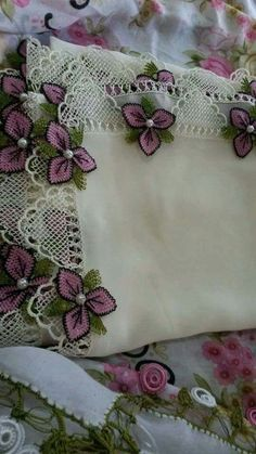 This Pin was discovered by HUZ Needle Tatting, Tatting Lace, Needle Lace, Baby Knitting Patterns, Embroidery Patterns, Crochet Patterns, Crochet Leaves, Crochet Flowers, Crochet Trim