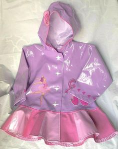 Raincoats For Women Rainy Days Code: 9104583826 Poncho Raincoat, Girls Raincoat, Raincoat Outfit, Green Raincoat, Best Rain Jacket, North Face Rain Jacket, Cute Raincoats, Raincoats For Women