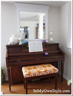 Piano-Bench-After. Piano bench pads are ridiculously expensive, and indoor/outdoor furniture cushions are too bulky! Custom Cushions, Bench Cushions, Diy Gifts For Christmas, Piano Bench, Piano Room, Painted Pianos, Bench Covers, Diy Cushion, Cushion Tutorial