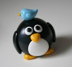 Big Round Penguin and Bluebird by fliepsiebieps on DeviantArt Polymer Clay Figures, Polymer Clay Animals, Fimo Clay, Polymer Clay Projects, Polymer Clay Jewelry, Cake Topper Tutorial, Cake Toppers, Jumping Clay, Biscuit