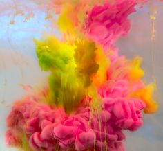 New York-based artist Kim Keever creates abstract underwater art with paint for his series 'Abstract Images'. Using a huge fish tank, the former NASA engineer-turned-artist. Underwater Art, Colored Smoke, Colorful Artwork, Grid Design, Graphic Design, New York, Abstract Images, Abstract Art, Menorca