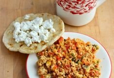 Huevos Pericos (Scrambled Eggs with Tomato and Scallions) My Colombian Recipes, Colombian Food, Chocolate Caliente, Large Bowl, Scrambled Eggs, Roast, Oven, Baking, Breakfast And Brunch