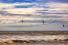 Top 10: Bucket List Ideas for Extreme Sports - kitesurfing