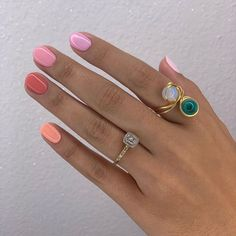 Whether you're a peach princess or more of a coral queen, multi-tonal nails help you get the best of both worlds 😍… Minimalist Nails, Hair And Nails, My Nails, Nail Jewelry, Jewellery, Chic Nails, Manicure Y Pedicure, French Tip Nails, Dream Nails