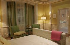 Gossip Girl Tour: Serena Van Der Woodsen's Bedroom at Blair's - Elana Lyn