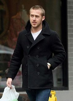 Ryan Gosling with a fantastic black pea coat with white t shirt denim simple and classic fall idea menswear Caban Bleu Marine, Peacoat Outfit, Mens Peacoat, Black Pea Coats, Mens Winter Coat, Men's Coats And Jackets, Coat Dress, Gentleman Style, Winter Fashion