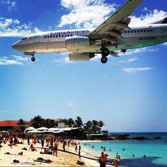 La #FotoDeLaSemana es de @fredreggiani, capturando la llegada de uno de nuestros aviones a la fascinante isla de St. Maarten.