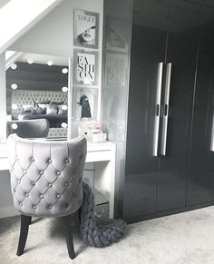 We're loving dressing table featuring our Diaz Hollywood Mirror. Makeup Mirror with Lights Dressing Room Decor, Dressing Table Mirror, Dressing Table Organisation, Bedroom Dressing Table, Vanity Organization, Dressing Tables, Makeup Storage, Cute Bedroom Ideas, Cute Room Decor