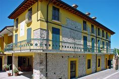 Agriturismo La Fattoria - Lonato del Garda ... Garda Lake, Lago di Garda, Gardasee, Lake Garda, Lac de Garde, Gardameer, Gardasøen, Jezioro Garda, Gardské Jezero, אגם גארדה, Озеро Гарда ... Welcome to Farm Holiday La Fattoria Lonato del Garda. Agriturismo La Fattoria is a country inn situated in a park of over 50,000 mq on the Morainic hills at the southern end of Lake Garda at San Tomaso near Lonato del Garda. An ancient beautifully-restored stone farmh