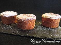 Soffici e profumati tortini con latte condensato, profumati ala limone - Ricetta Dessert : Tortini al latte condensato profumati al limone da RossoPomodoro