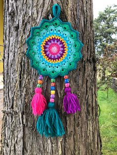 Crochet Dreamcatcher, Dreamcatcher Rainbow Colors, Mandala Wall Decor, Green Wall Art by MintCrochetXstitch on Etsy Crochet Wall Art, Crochet Wall Hangings, Crochet Home, Love Crochet, Beautiful Crochet, Crochet Crafts, Crochet Projects, Double Crochet, Tapestry Crochet