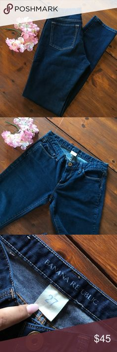 banana republic 🍌 dark jeans Size 27 banana republic denim. Size chart says it will fit a 4. Measurements in pic shows length from top to hem. I would say these are bootcut but I honestly am not sure. Great fit and accents your assets wonderfully 😉 Banana Republic Jeans