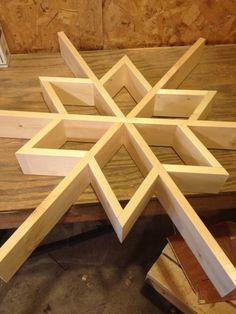 Let it snow-my DIY Wood Snowflake Shelf - Wood Projects Christmas Wood Crafts, Christmas Projects, Christmas Signs, Wood Snowflake, Snowflakes, Wooden Crafts, Wooden Diy, Diy Crafts, Wooden Stars