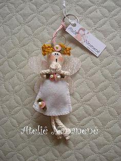 "Chaveiro ""Anjinha da Guarda"" by Ateliê Nananenê by Rê, via Flickr Angel Ornaments, Holiday Ornaments, Christmas Crafts, Diy Angels, Handmade Angels, Doll Crafts, Sewing Crafts, Fleece Projects, Angel Crafts"