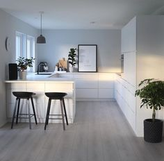 White black – Kitchen decor ideas - Home Decor ideas Kitchen Room Design, Modern Kitchen Design, Home Decor Kitchen, Interior Design Kitchen, Home Kitchens, Modern Design, Cuisines Design, Küchen Design, Beautiful Kitchens