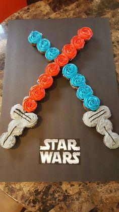 Star wars light saber cupcake cake - Star Wars Cake - Ideas of Star Wars Cake - Star wars light saber cupcake cake Star Wars Cupcakes, Star Wars Cake, Star Wars Birthday Cake, Birthday Cupcakes, Boys Birthday Cakes Easy, Star Wars Wedding Cake, Star Wars Essen, Kinder Party Snacks, Decoracion Star Wars