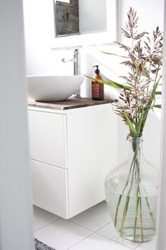White bathroom vanity with drawers and wooden top. LOVE the vase, although it wouldn't last long in our house. White Vanity Bathroom, Laundry In Bathroom, Small Bathroom, Bathroom Flowers, Bad Inspiration, Bathroom Inspiration, Bathroom Interior, Home Interior, Interior Decorating