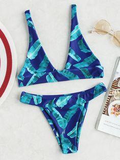 Shop Jungle Print Foldover Bikini Set online. SheIn offers Jungle Print Foldover Bikini Set & more to fit your fashionable needs.