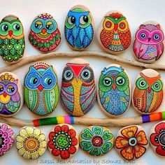 Pebble and Stone Crafts - Painted Owl Stones - DIY Ideas Using Rocks, Stones and Pebble Art - Mosaics, Craft Projects, Home Decor, Furniture and DIY Gifts You Can Make On A Budget Rock Painting Ideas Easy, Rock Painting Designs, Paint Designs, Pebble Painting, Pebble Art, Stone Painting, Pebble Stone, Diy Painting, Bottle Painting