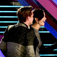 4/4 behind the scenes of Catching Fire ♥