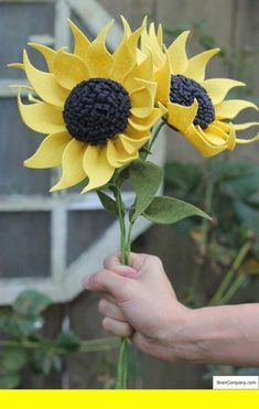 66 New ideas flowers bouquet wedding sunflower Felt Flower Bouquet, Flower Bouquet Wedding, Felt Flowers, Diy Flowers, Fabric Flowers, Paper Flowers, Felt Fabric, Felt Diy, Felt Hearts